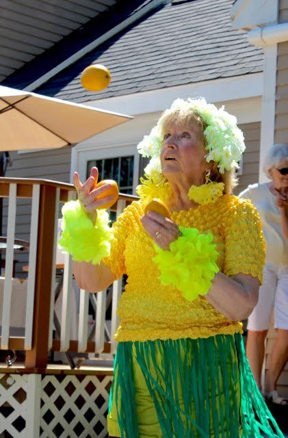 Linda Juggles Lemons!